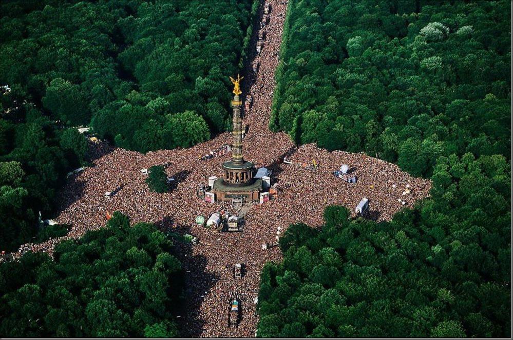 Love parade berlin in public - 2 3