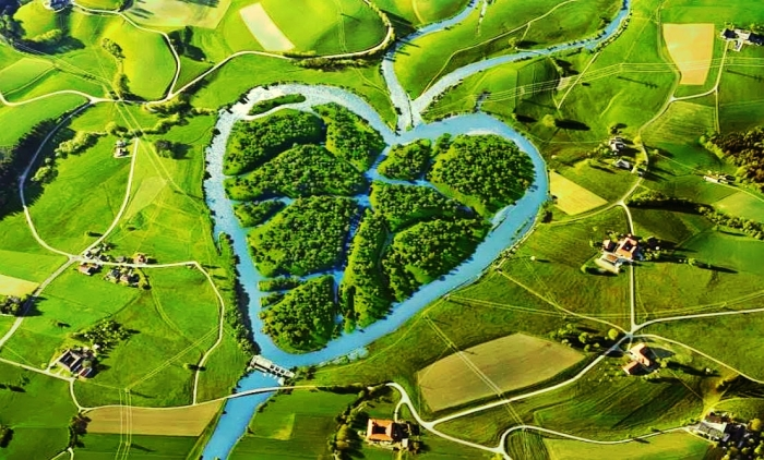 River Missouri forms the famous Heart river in the North Dakota