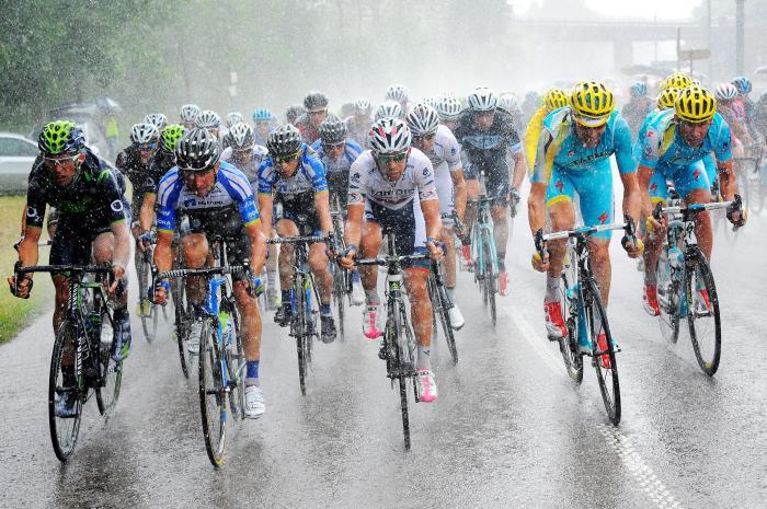 tour-de-france-riders-take-heavy-rain