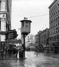 Traffic tower on Fourth and Pike in Seattle, circa 1925